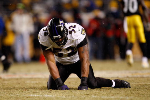 PITTSBURGH - JANUARY 18:  Ray Lewis #52 of the Baltimore Ravens reacts after he dropped a potenial interception against the Pittsburgh Steelers during the AFC Championship game on January 18, 2009 at Heinz Field in Pittsburgh, Pennsylvania.  (Photo by Str