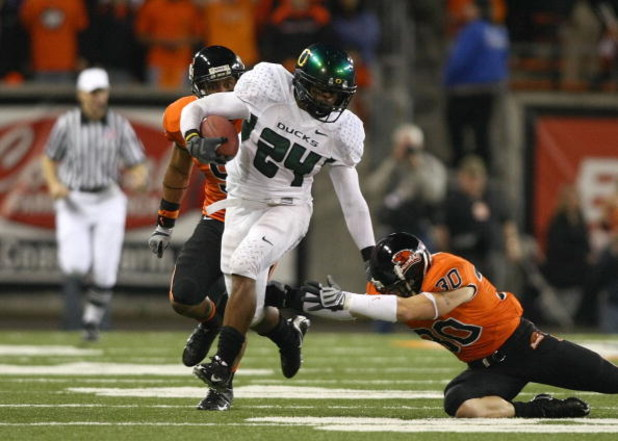 CORVALIS, OR - NOVEMBER 29:  Jeremiah Johnson #24 of the Oregon Ducks runs with the ball during their game against the Oregon State Beavers at Reser Stadium on November 29, 2008 in Corvalis, Oregon. The Ducks defeated the Beavers 65-38. (Photo by Jonathan