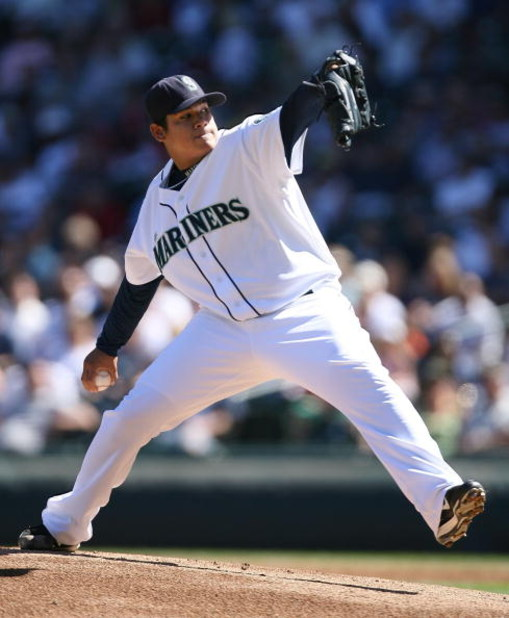 SEATTLE - AUGUST 29:  Starting pitcher Felix Hernandez #34 of the Seattle Mariners pitches against the Los Angeles Angels of Anaheim at Safeco Field August 29, 2007 in Seattle, Washington. The Angels defeated the Mariners 8-2.  (Photo by Otto Greule Jr/Ge