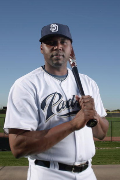 PEORIA, AZ - FEBRUARY 24:  Cliff Floyd #16 of the San Diego Padres poses during photo day at Peoria Stadium on February 24, 2009 in Peoria, Arizona. (Photo by Donald Miralle/Getty Images)