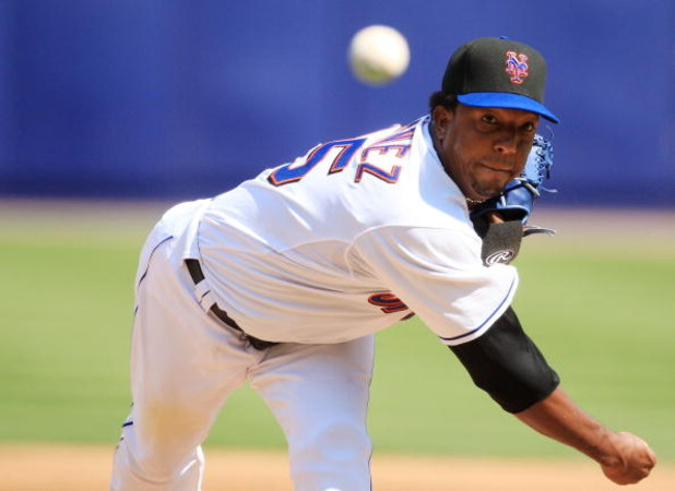 NEW YORK - SEPTEMBER 9:  Pedro Martinez #45 of the New York Mets pitches against the Houston Astros during their game at Shea Stadium September 9, 2007 in the Flushing neighborhood of the Queens borough of New York City.  (Photo by Travis Lindquist/Getty