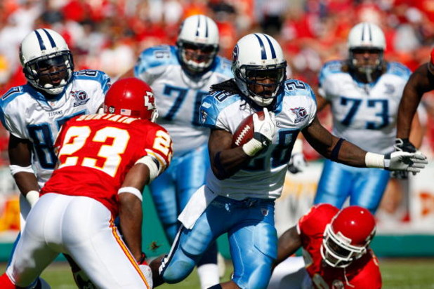 KANSAS CITY, MO - OCTOBER 19:  Running back Chris Johnson #28 of the Tennessee Titans carries the ball during the game against the Kansas City Chiefs on October 19, 2008 at Arrowhead Stadium in Kansas City, Missouri.  (Photo by Jamie Squire/Getty Images)