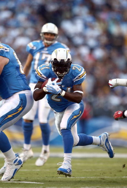 SAN DIEGO - OCTOBER 12:  Runningback LaDainian Tomlinson #21 of the San Diego Chargers runs against the defense of the New England Patriots during the first half of their NFL Game on October 12, 2008 at Qualcomm Stadium in San Diego, California.  (Photo b