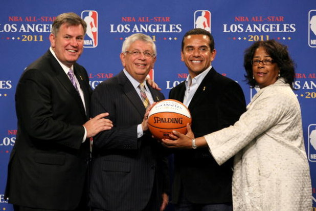 LOS ANGELES, CA - JUNE 07:  (L-R) AEG President Timothy Leiweke,NBA commissioner David Stern, Los Angeles mayor Antonio Villaraigosa and Los Angeles councilwoman Jan Perry pose together during a news conference to announce Los Angeles as the host of the 2