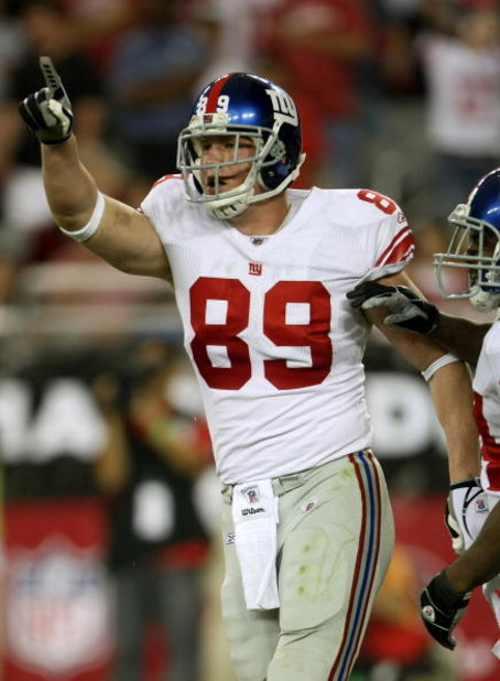 GLENDALE, AZ - NOVEMBER 23: Tight end Kevin Boss #89 of the New York Giants celebrates after scoring on a ten yard touchdown pass play against the Arizona Cardinals on November 23, 2008 at University of Phoenix Stadium in Glendale, Arizona. The Giants won