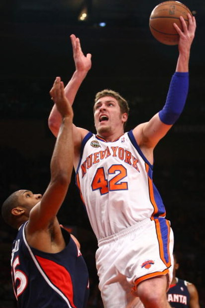 NEW YORK - MARCH 04:  David Lee #42 of the New York Knicks shoots over Al Horford #15 of the Atlanta Hawks at Madison Square Garden March 4, 2009 in New York City. NOTE TO USER: User expressly acknowledges and agrees that, by downloading and/or using this