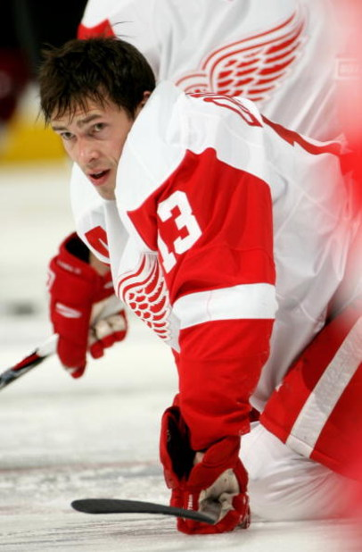 DENVER - MARCH 04:  Pavel Datsyuk #13 of the Detroit Red Wings warms up prior to facing the Colorado Avalanche during NHL action at the Pepsi Center on March 4, 2009 in Denver, Colorado. The Red Wings defeated the Avalanche 3-2.  (Photo by Doug Pensinger/