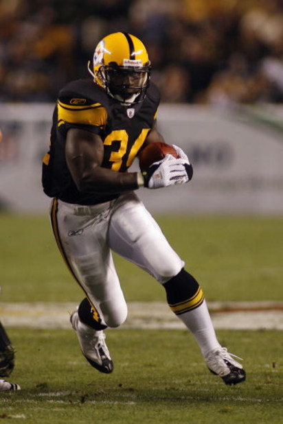 PITTSBURGH - SEPTEMBER 29:  Rashard Mendenhall #34 of the Pittsburgh Steelers carries the ball during the game against the Baltimore Ravens on September 29, 2008 at Heinz Field in Pittsburgh, Pennsylvania. (Photo by Rick Stewart/Getty Images)