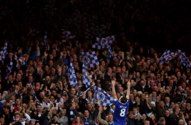 LONDON, ENGLAND - APRIL 14:  Frank Lampard of Chelsea celebrates scoring his team's fourth goal during the UEFA Champions League Quarter Final Second Leg match between Chelsea and Liverpool at Stamford Bridge on April 14, 2009 in London, England.  (Photo