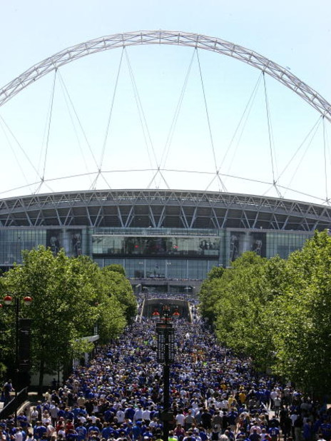 LONDON - MAY 30:  A general view of Wembley Stadium as crowds arrive for the FA Cup sponsored by E.ON Final match between Chelsea and Everton at Wembley Stadium on May 30, 2009 in London, England.  (Photo by Tom Dulat/Getty Images)