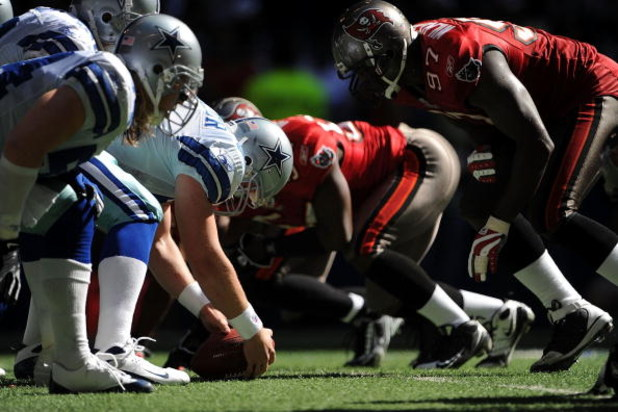 IRVING, TX - OCTOBER 26:  Long snapper Louis-Philippe Ladouceur #91 of the Dallas Cowboys during play against the Tampa Bay Buccaneers at Texas Stadium on October 26, 2008 in Irving, Texas.  (Photo by Ronald Martinez/Getty Images)