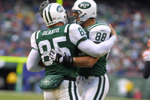 16 Dec 2001 : Anthony Becht #88 and James Dearth #85 of the New York Jets during the game against the Cincinnati Bengals at Giants Stadium in East Rutherford, New Jersey. The Jets won 15-14. DIGITAL IMAGE . Mandatory Credit: Al Bello/Getty Images