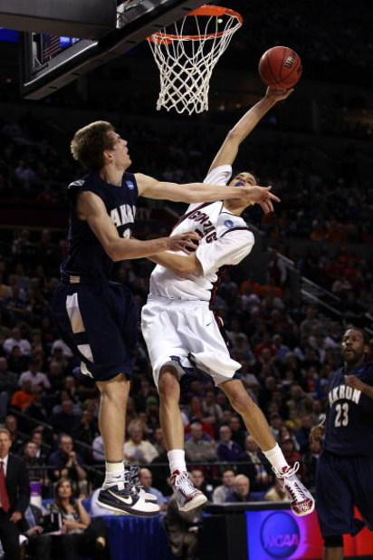 PORTLAND, OR - MARCH 19:  Austin Daye #5 of the Gonzaga Bulldogs goes up for a dunk against Nate Linhart #33 of the Akron Zips in the second half during the first round of the NCAA Division I Men's Basketball Tournament at the Rose Garden on March 19, 200