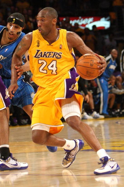 LOS ANGELES, CA - JUNE 04:  Kobe Bryant #24 of the Los Angeles Lakers drives against the Orlando Magic in Game One of the 2009 NBA Finals at Staples Center on June 4, 2009 in Los Angeles, California. NOTE TO USER: User expressly acknowledges and agrees th