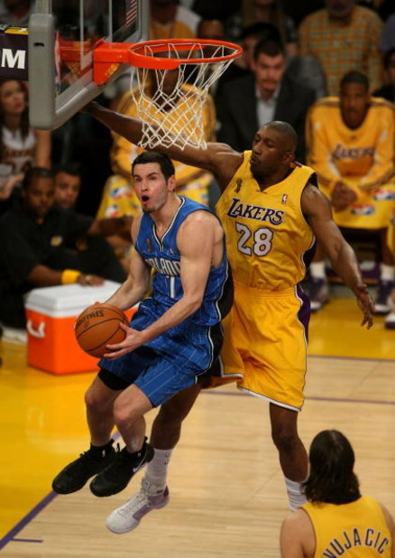 LOS ANGELES, CA - JUNE 04:  J.J. Redick #7 of the Orlando Magic goes to the basket past DJ Mbenga #28 of the Los Angeles Lakers in Game One of the 2009 NBA Finals at Staples Center on June 4, 2009 in Los Angeles, California. NOTE TO USER: User expressly a