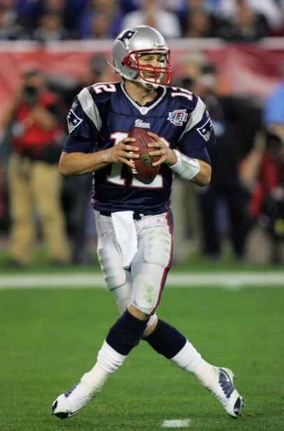 GLENDALE, AZ - FEBRUARY 03:  Tom Brady #12 of the New England Patriots drops back to pass in the fourth quarter of Super Bowl XLII against the New York Giants on February 3, 2008 at the University of Phoenix Stadium in Glendale, Arizona.  (Photo by Street