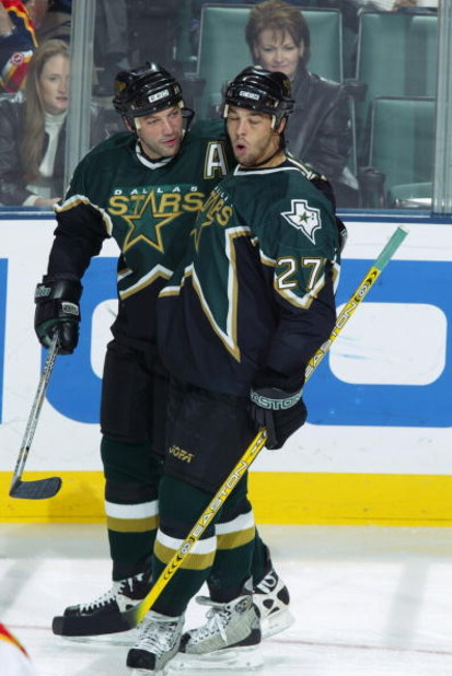 SUNRISE, FL - DECEMBER. 27:  Manny Malhorta #27 of the Dallas Stars celebrates his goal with teammate Bill Guerin #13 during the NHL game against the Florida Panthers at the Office Depot Center on December 27, 2002 in Sunrise, Florida.  The Stars won 4-0.