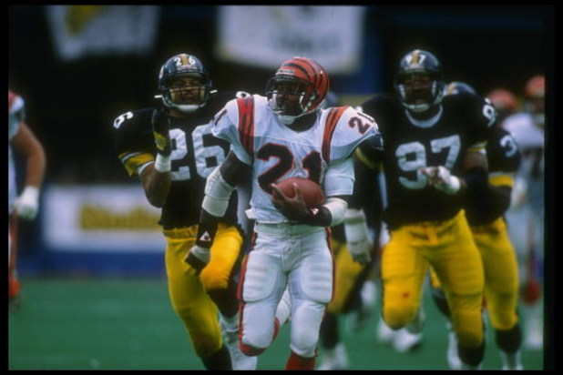 8 Oct 1989: Running back James Brooks of the Cincinnati Bengals (center) runs with the ball during a game against the Pittsburgh Steelers at Three Rivers Stadium in Pittsburgh, Pennsylvania. The Bengals won the game, 26-16.