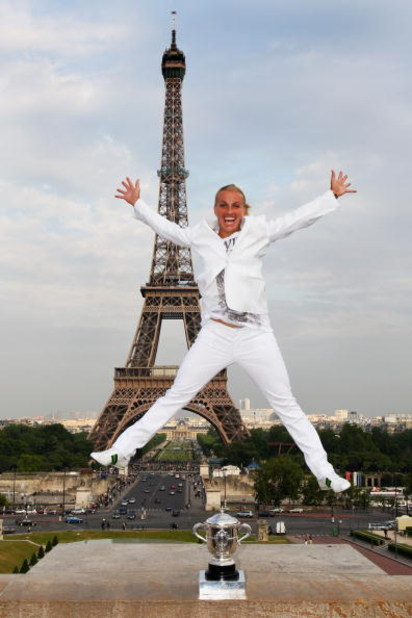 PARIS - JUNE 06:  New ladies French Open champion Svetlana Kuznetsova of Russia celebrates with the trophy in front of the Eiffel Tower on day fourteen of the French Open on June 6, 2009 in Paris, France.  (Photo by Ryan Pierse/Getty Images)