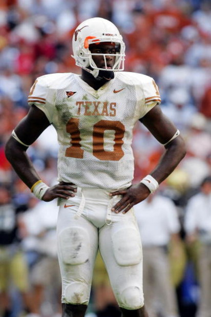 HOUSTON - DECEMBER 3:  Quarterback Vince Young #10 of the Texas Longhorns during play against the Colorado Buffaloes during the Dr. Pepper Big 12 Championship at Reliant Stadium December 3, 2005 in Houston, Texas.  (Photo by Ronald Martinez/Getty Images)