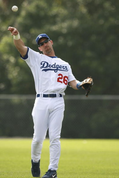 VERO BEACH, FL - FEBRUARY 27:  Luis Gonzalez #26 of the Los Angeles Dodgers works out during spring training on February 27, 2007 at Dodgertown in Vero Beach, Florida.  (Photo by Doug Benc/Getty Images)