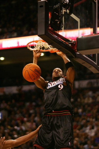 TORONTO - NOVEMBER 8:  Andre Iguodala #9 of the Philadelphia 76ers dunks during the game against the Toronto Raptors on November 8, 2006 at the Air Canada Centre in Toronto, Canada. The Raptors defeated the Sixers 106-104. NOTE TO USER: User expressly ack