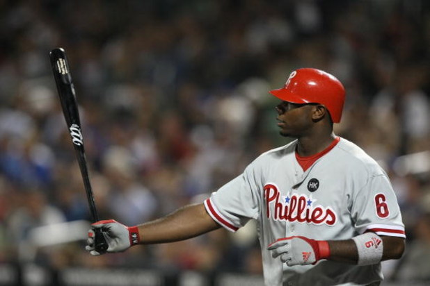 NEW YORK - JUNE 10:  Ryan Howard #6 of the Philadelphia Phillies looks on bats  against the New York Mets on June 10, 2009 at Citi Field in the Flushing neighborhood of the Queens borough of New York City.  (Photo by Al Bello/Getty Images)