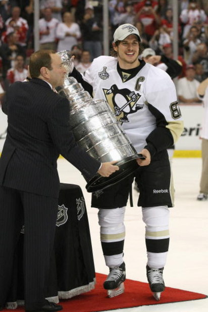 DETROIT - JUNE 12: Sidney Crosby #87 of the Pittsburgh Penguins receives the Stanley Cup after defeating the Detroit Red Wings by a score of 2-1 to win Game Seven and the 2009 NHL Stanley Cup Finals at Joe Louis Arena on June 12, 2009 in Detroit, Michigan