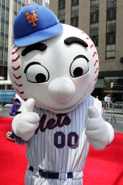 NEW YORK - JULY 15:  'Mr. Met' the New York Mets mascot poses during the MLB All-Star Game Red Carpet Parade on July 15, 2008 in New York City.  (Photo by Mike Stobe/Getty Images)