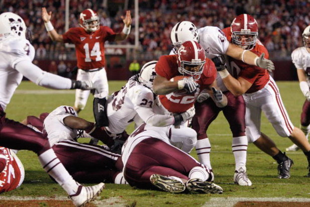 TUSCALOOSA, AL - NOVEMBER 15:  Mark Ingram #22 of the Alabama Crimson Tide leaps for the endzone as he is grabbed by Jasper O'Quinn #23 of the Mississippi State Bulldogs at Bryant-Denny Stadium on November 15, 2008 in Tuscaloosa, Alabama.  (Photo by Kevin
