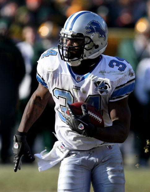 GREEN BAY, WI - DECEMBER 28: Kevin Smith #34 of the Detroit Lions runs for yardage against the Green Bay Packers on December 28, 2008 at Lambeau Field in Green Bay, Wisconsin. The Packers defeated the Lions 31-21. (Photo by Jonathan Daniel/Getty Images)