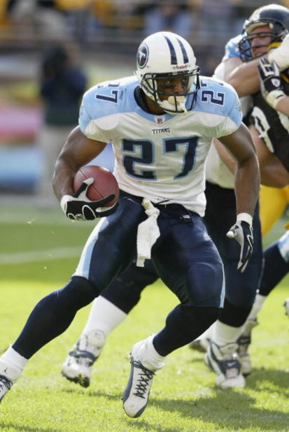 PITTSBURGH-SEPTEMBER 28:  Eddie George #27 of the Tennessee Titans carries the ball against the Pittsburgh Steelers on September 28, 2003 at Heinz Field in Pittsburgh, Pennsylvania. The Titans defeated the Steelers 30-13. (Photo by Tom Pidgeon/Getty Image