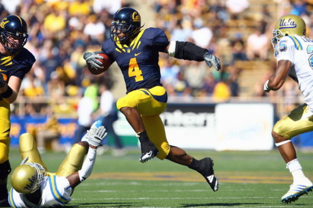 BERKELEY, CA - OCTOBER 25: Runningback Jahvid Best #4 of the Cal Golden Bears carries the ball  during the game against the UCLA Bruins at Memorial Stadium on October 25, 2008 in Berkeley, California. (Photo by Jeff Gross/Getty Images)