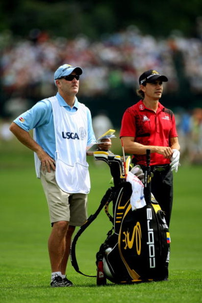 FARMINGDALE, NY - JUNE 19:  Camilo Villegas of Colombia stands with his caddie Joe LaCava during the continuation of the first round of the 109th U.S. Open on the Black Course at Bethpage State Park on June 19, 2009 in Farmingdale, New York.  (Photo by An