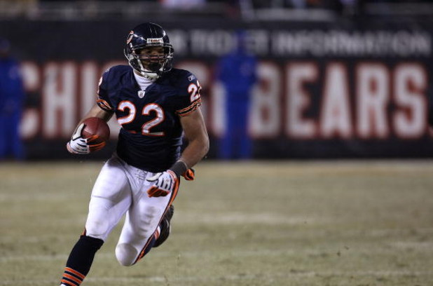 CHICAGO - DECEMBER 22: Matt Forte #22 of the Chicago Bears runs for yardage against the Green Bay Packers on December 22, 2008 at Soldier Field in Chicago, Illinois. The Bears defeated the Packers 20-17 in overtime. (Photo by Jonathan Daniel/Getty Images)