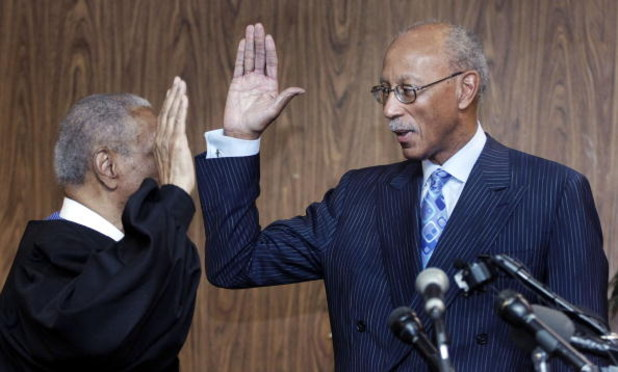 DETROIT - MAY 11:  Former Detroit Pistons' star Dave Bing (R) is sworn in as the 62nd mayor of city of Detroit by U.S. Court of Appeals Judge Damon Keith at the city�s Department of Elections office May 11, 2009 in Detroit, Michigan. Bing, a long-time Det