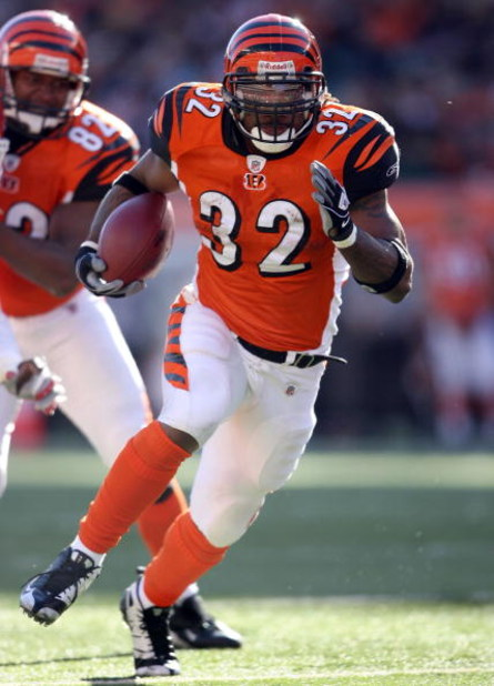 CINCINNATI - DECEMBER 28: Cedric Benson #32 of the Cincinnati Bengals runs with the ball during the NFL game against the Kansas City Chiefs on December 28, 2008 at Paul Brown Stadium in Cincinnati, Ohio. (Photo by Andy Lyons/Getty Images)
