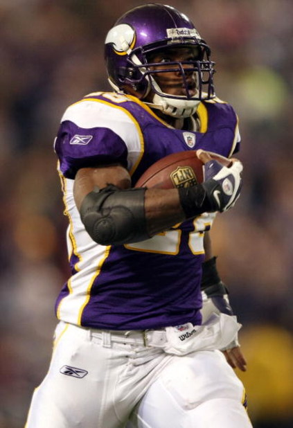 MINNEAPOLIS - DECEMBER 28:   Adrian Peterson #28 of the Minnesota Vikings carries the ball in for a touchdown in the second quarter against the New York Giants on December 28, 2008 at the Hubert H. Humphrey Metrodome in Minneapolis, Minnesota. (Photo by E