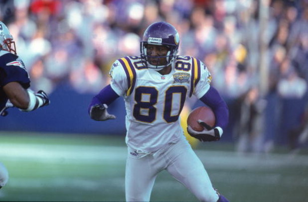 17 Sep 2000:  Chris Carter #80 of the Minnesota Vikings moves with the ball during the game against the New England Patriots at the Foxboro Stadium in Foxboro, Maryland.  The Vikings defeated the Patriots 21-13.Mandatory Credit: Rick Stewart  /Allsport