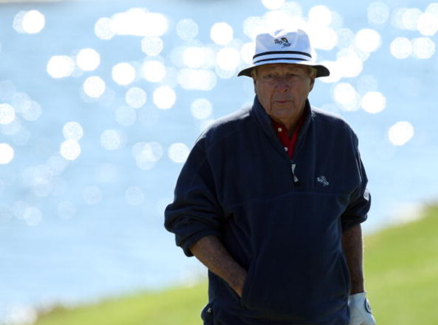 CHAMPIONS GATE, FL - DECEMBER 07:  Arnold Palmer of the USA at the 8th hole during the final round of the Del Webb Father Son Challenge on the International Course at Champions Gate Golf Club on December 7, 2008 in Champions Gate, Florida.  (Photo by Davi