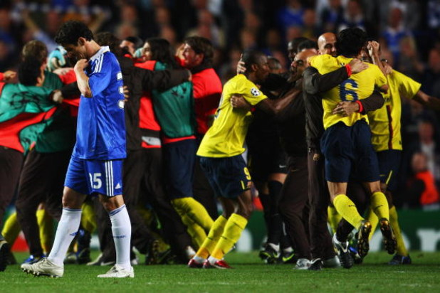 LONDON, ENGLAND - MAY 06:  Barcelona celebrate victory in the UEFA Champions League Semi Final match between Chelsea and Barcelona as Juliano Belletti of Chelsea looks dejected at Stamford Bridge on May 6, 2009 in London, England.  (Photo by Jamie McDonal