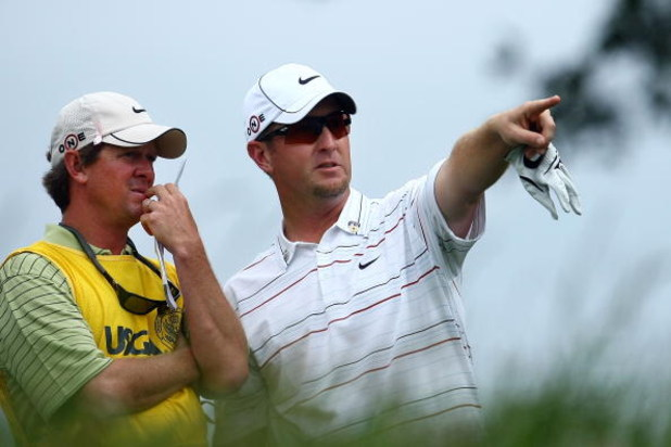 FARMINGDALE, NY - JUNE 22:  David Duval (R) talks with caddie Jeff Weber on the sixth tee during the continuation of the final round of the 109th U.S. Open on the Black Course at Bethpage State Park on June 22, 2009 in Farmingdale, New York.  (Photo by Ch