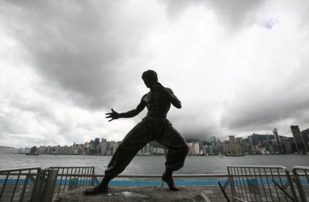 HONG KONG, CHINA - JUNE 29: (CHINA OUT) The bronze statue of late martial arts legend and actor Bruce Lee stands at the Avenue of Stars June 29, 2007 in Hong Kong, China.  (Photo by China Photos/Getty Images)