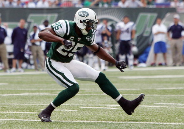 EAST RUTHERFORD, NJ - SEPTEMBER 14: Kerry Rhodes #25 of the New York Jets celebrates a defensive play against the New England Patriots on September 14, 2008 at Giants Stadium in East Rutherford, New Jersey.  (Photo by Jim McIsaac/Getty Images)