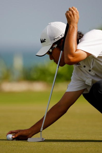 RIVIERA MAYA, MEXICO - MARCH 01:   Kevin Na lines up a putt on the 15th hole during the final round of the Mayakoba Golf Classic on March 1, 2009 at El Camaleon Golf Club in Riviera Maya, Mexico.  (Photo by Chris Graythen/Getty Images)