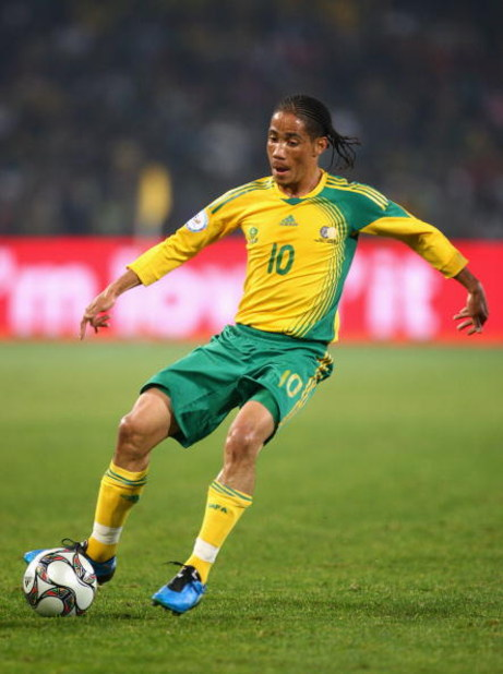 BLOEMFONTEIN, SOUTH AFRICA - JUNE 20:  Steven Pienaar of South Africa in action during the FIFA Confederations Cup match between Spain and South Africa at Free State Stadium on June 20, 2009 in Bloemfontein, South Africa. (Photo by Laurence Griffiths/Gett