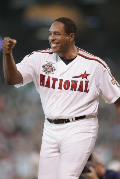 HOUSTON - JULY 11: Dave Winfield, Hall of Famer for the San Diego Padres runs on to the field before the Major League Baseball Legends and Celebrity Softball Game at Minute Maid Park on July 11, 2004 in Houston, Texas. (Photo by Brian Bahr/Getty Images)