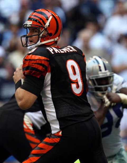 IRVING, TX - OCTOBER 05:  Quarterback Carson Palmer #9 of the Cincinnati Bengals drops back to pass against the Dallas Cowboys at Texas Stadium on October 5, 2008 in Irving, Texas.  (Photo by Ronald Martinez/Getty Images)