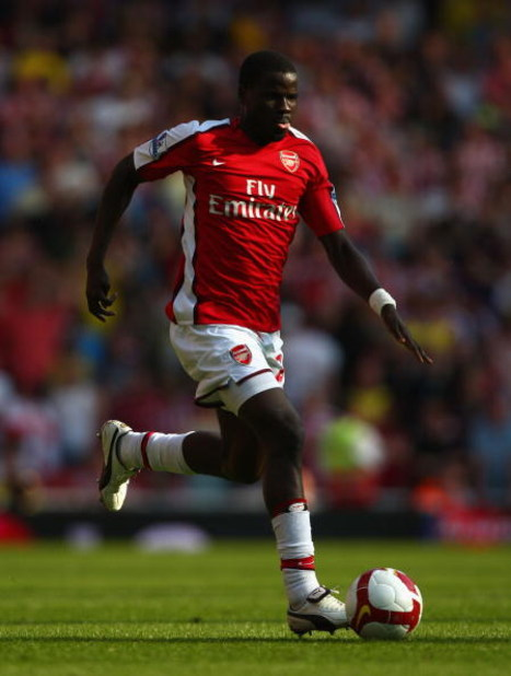 LONDON, ENGLAND - MAY 24:  Emmanuel Eboue of Arsenal runs with the ball during the Barclays Premier League match between Arsenal and Stoke City at Emirates Stadium on May 24, 2009 in London, England.  (Photo by Ryan Pierse/Getty Images)