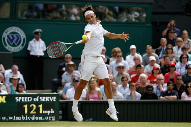 WIMBLEDON, ENGLAND - JUNE 26:  Roger Federer of Switzerland plays a forehand during the men's singles third round match against Philipp Kohlschreiber of Germany on Day Five of the Wimbledon Lawn Tennis Championships at the All England Lawn Tennis and Croq